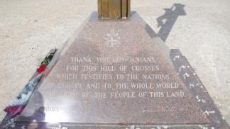 Il messaggio di ringraziamento di Giovanni Paolo II ai piedi della grande croce che ricorda il suo pellegrinaggio nel 1993