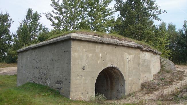L'accesso a una fortificazione, ancora integro nonostante il generale stato di abbandono
