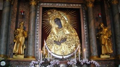 La venerata icona della Santa Madre di Dio alla Porta dell'Alba